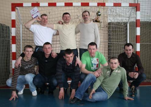 Zawodnicy drużyny Caparol - zwycięzców Miejskiej Ligi Halowej 2009/2010 w Bielsku Podlaskim
