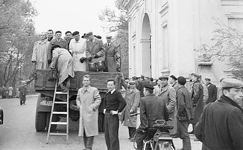 Na wiec przywieziono robotników ze wszystkich zakładów pracy