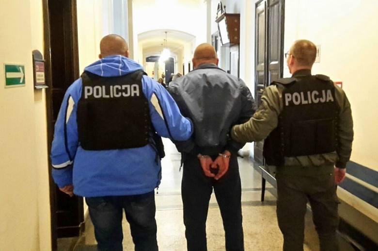 Na trzy miesiące do aresztu trafili trzej uczestnicy bójki na Magdzińskiego w Bydgoszczy. Jeden z uczestników usłyszał zarzut nielegalnego posiadania