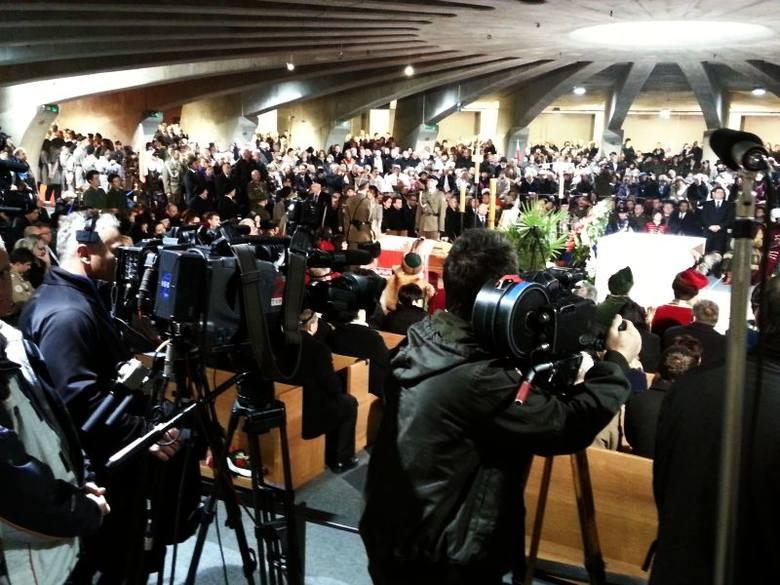 Ryszard Kaczorowski - powtórny pogrzeb prezydenta- Ponowne uroczystości pogrzebowe nasza rodzina przyjmuje z wielkim smutkiem. Wszyscy byliśmy przekonani,