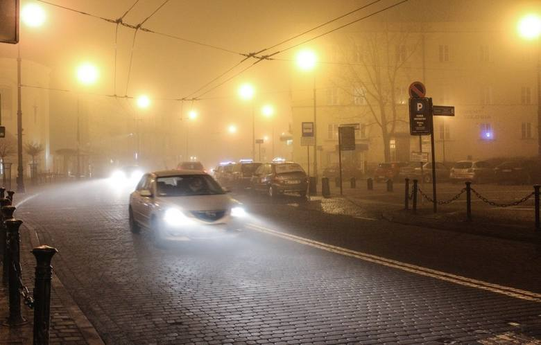 Uwaga na gęstą mgłę! Widoczność będzie mocno ograniczona. IMGW ostrzega mieszkańców woj. lubelskiego