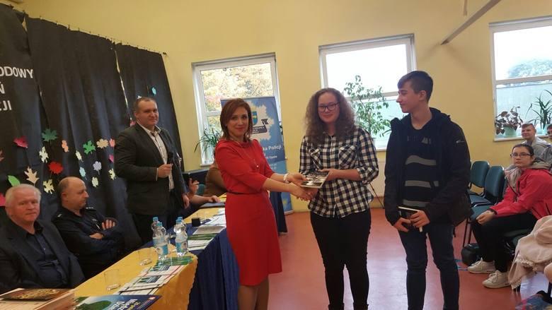 Młodzież szkolna i zaproszeni gimnazjaliści z Opola wzięli udział w wykładach i dyskusjach.