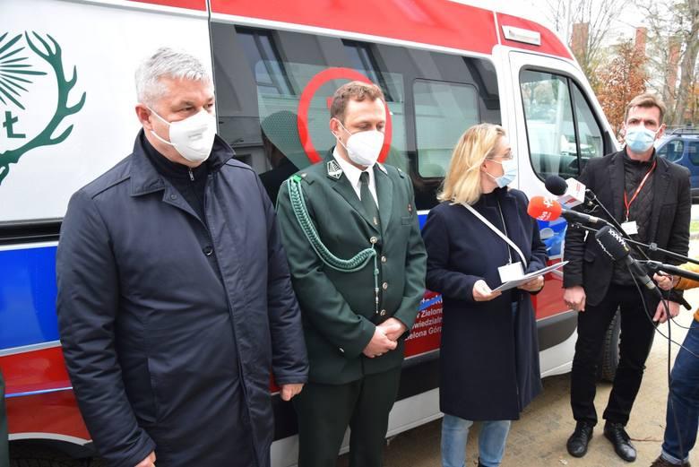 Pieniądze za zakup karetki dla szpitala dziecięcego w Zielonej Górze myśliwi zbierali od marca br. W poniedziałek, 16 listopada, nastąpiło uroczyste jej przekazanie...