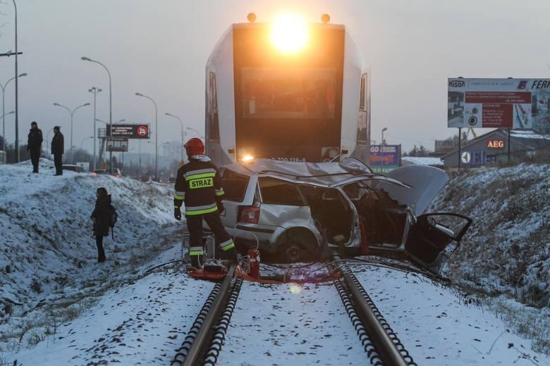 Zeszłoroczny tragiczny wypadek karetki w Puszczykowie zszokował wiele osób, ale warto wiedzieć, że w całym 2019 roku w Polsce doszło aż do 195 wypadków