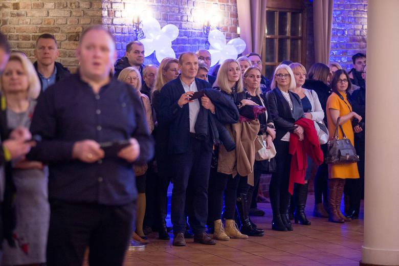 W sobotę 21 stycznia w Dolinie Charlotty odbyła się studniówka tegorocznych maturzystów z I LO w Słupsku. Zapraszamy do galerii zdjęć i materiału wi