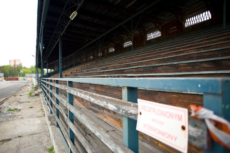 Tak wygląda rozsypująca się trybuna na stadionie Wawelu Kraków, gdzie mogliby rywalizować lekkoatleci. Obiekt musiałby zostać gruntownie przebudowan