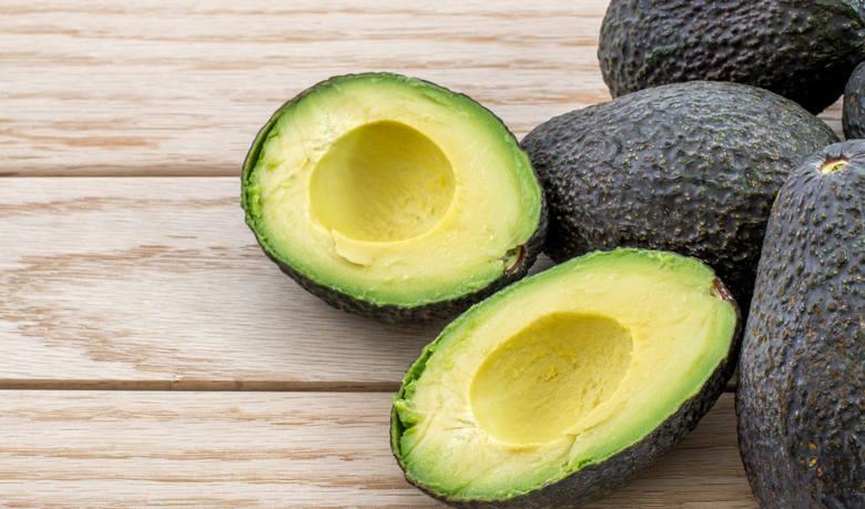 Szacuje się, że aby otrzymać około pół kilograma awokado, czyli dwóch lub trzech średniej wielkości owoców, potrzeba do tego 272 litrów wody.