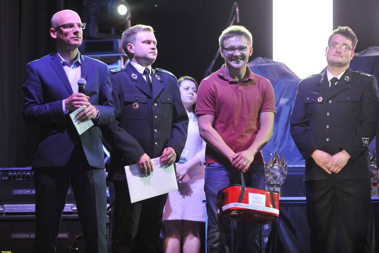 Najlepsi strażacy ochotnicy z Podkarpacia, którzy wygrali w plebiscycie Nowin, odebrali dziś nagrody podczas gali na hali Podpromie.  Indywidualnie,