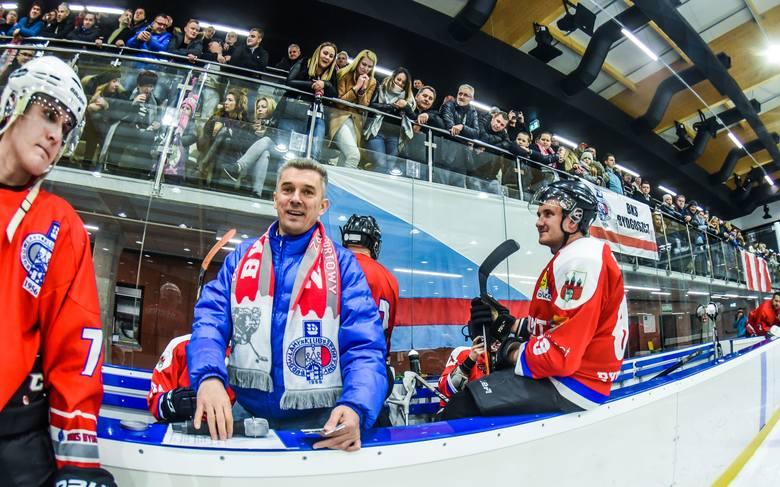 Hokeiści Budowlanego Klubu Sportowego Bydgoszcz wygrali z Mad Dogs Sopot 11:4 w pierwszym meczu barażowym o prawo gry w finale grupy północnej II ligi.