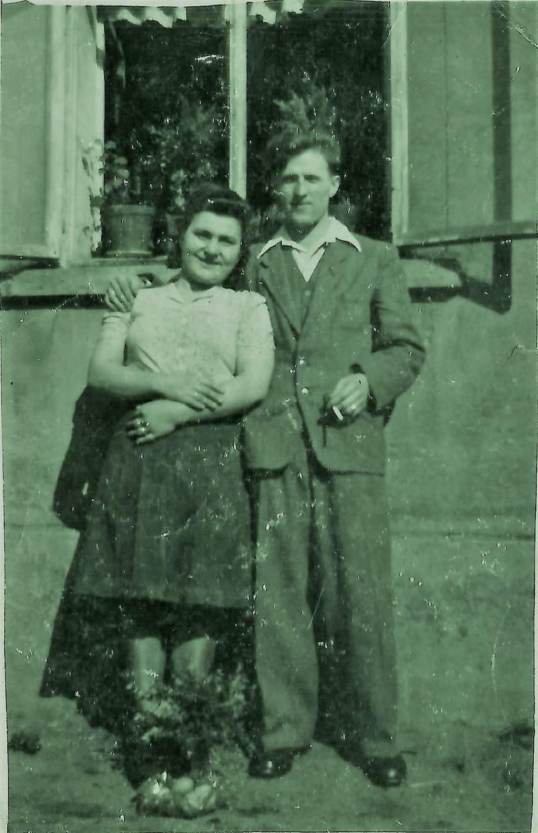 Siostra Marysia jeszcze nie z mężem Witkiem,  który wrócił z Wojny.