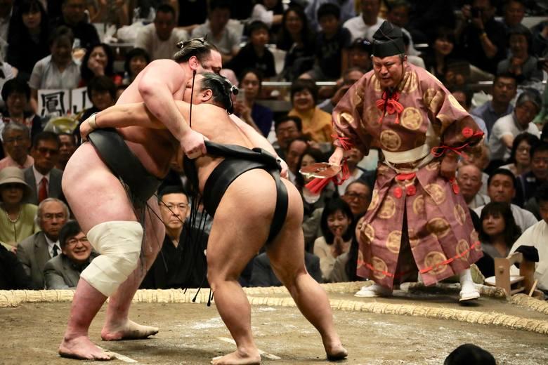 Japonia: zakaz udziału w zapasach sumoW Japonii obowiązuje specyficzny zakaz dla kobiet, związany z jednym ze sportów narodowych. Japonki bowiem nie