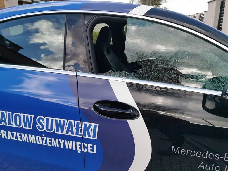 Samochód prezesa Ślepska Malow Suwałki po ataku wandali