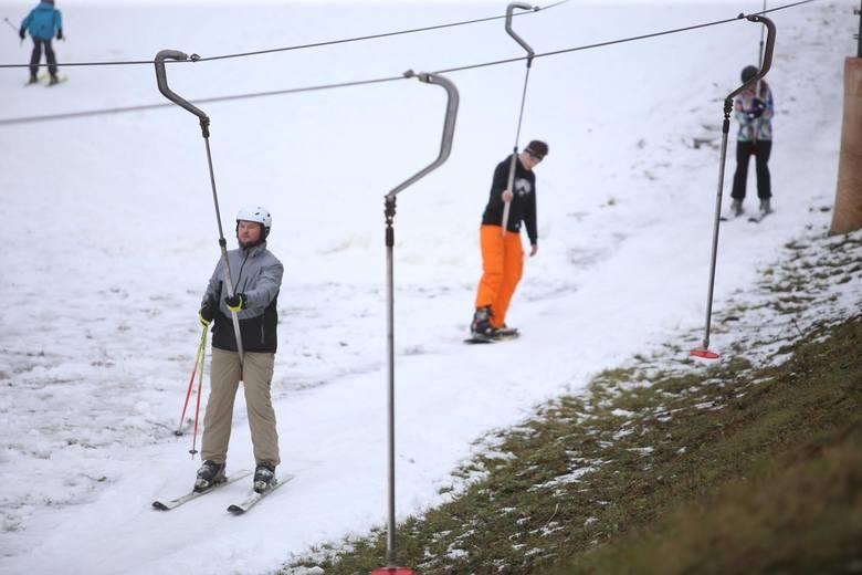 Stoki narciarskie:Otwarte w reżimie sanitarnym. Obowiązkowe zasłanianie ust i nosa, z kanapy lub gondoli korzystać mogą tylko osoby z tego samego gospodarstwa