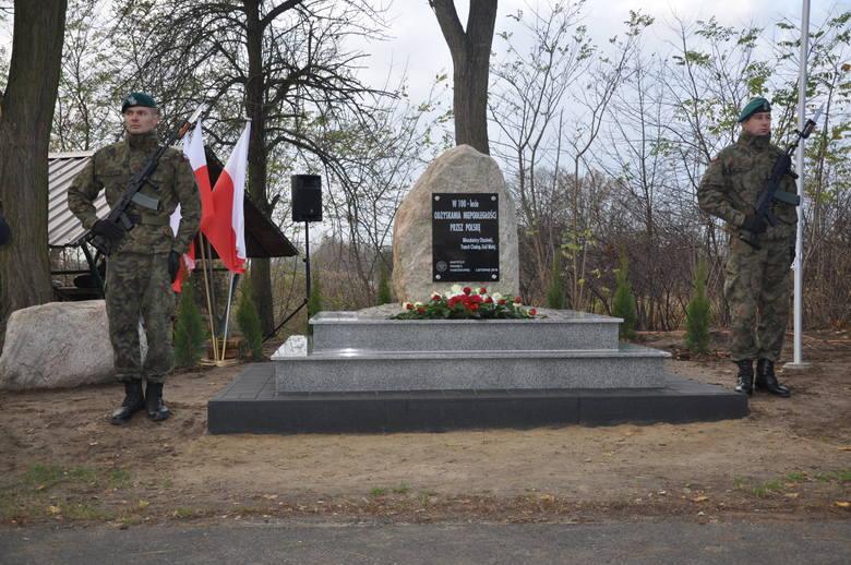 Obelisk 100-lecia odzyskania niepodległości, Olszówka koło Twardogóry