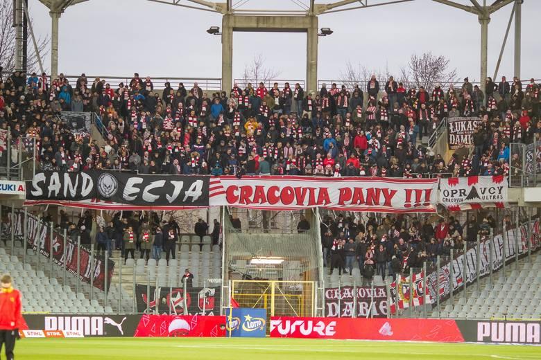 800 osób - mecz z Koroną Kielce 214 - mecz ze Śląskiem Wrocław200 - mecz przyjaźni z Arką Gdynia 130 - mecz z Zagłębiem Lubin 123 - mecz z ŁKS Łódź 110