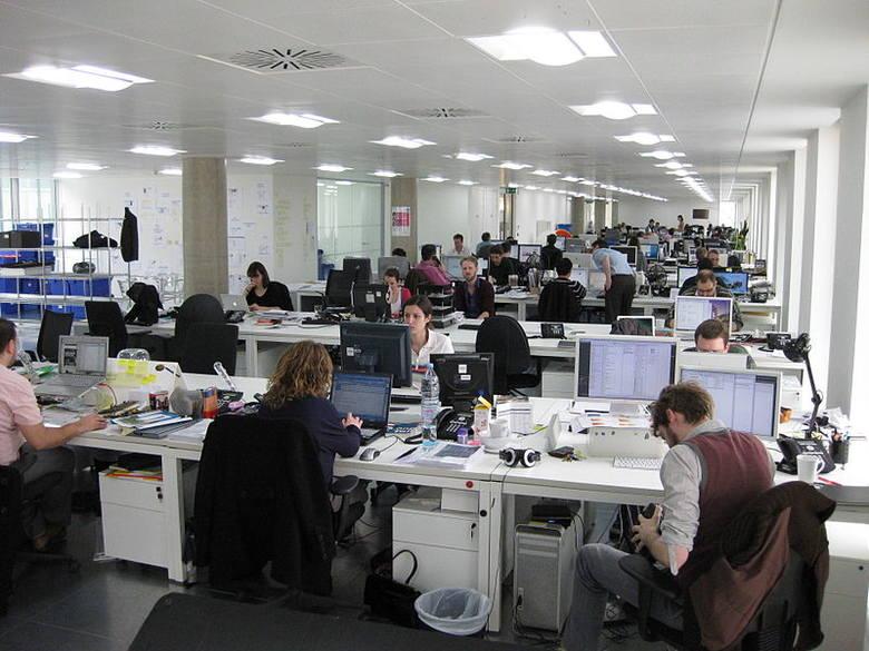 4-dniowy tydzień pracy? Według najnowszych badań taki model zatrudnienia przynosi świetne rezultaty.