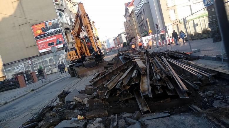 <b>W jaki sposób i jakich inwestorów zamierza pan przyciągnąć do miasta?</b><br /> <br /> Dziś cała Polska stała się wielką strefą ekonomiczną. Trzeba to wykorzystać. Wprowadzimy program obniżający podatki lokalne. Stworzymy warunki dla dobrej pracy i płacy. Wykorzystamy 5 minut, jakie naszemu...