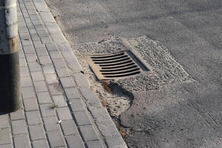 Remontów mnóstwo, ale do zrobienia na drodze krajowej w Krośnie Odrzańskim jest jeszcze więcej. Dziury, niewyprofilowane studzienki, nierówna nawierzchnia.