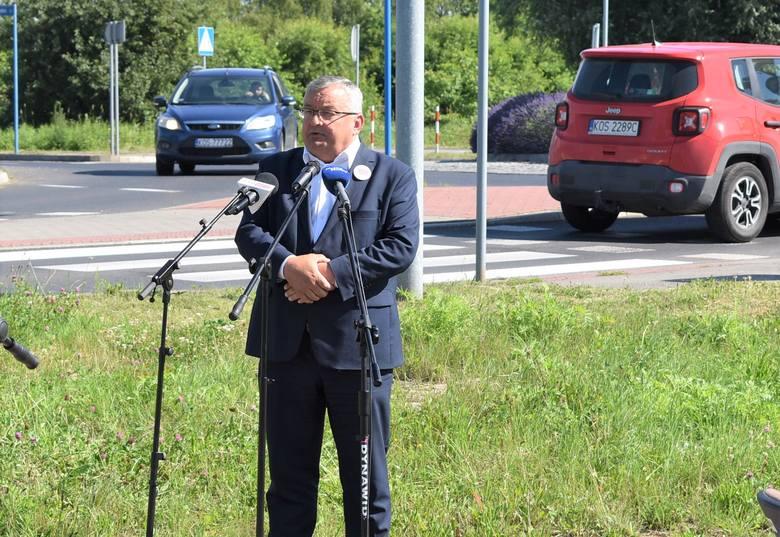Minister infrastruktury Andrzej Adamczyk w Oświęcimiu na podpisaniu umowy z wykonawcą