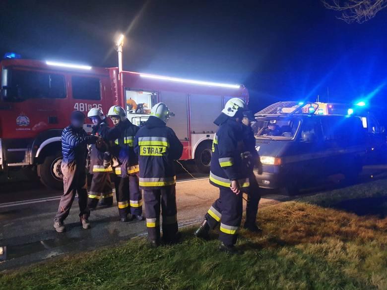 W sobotę chwilę przed godz. 2.30 w nocy służby ratunkowe otrzymały zgłoszenie o wypadku drogowym na drodze Lubaczów - Basznia Dolna.Przed samą miejscowością