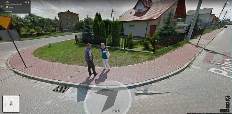 """Kolorowy samochód lub inny pojazd z logo Google i charakterystyczną """"kopułką"""" na górze w lipcu 2013 roku można było zauważyć na ulicach"""