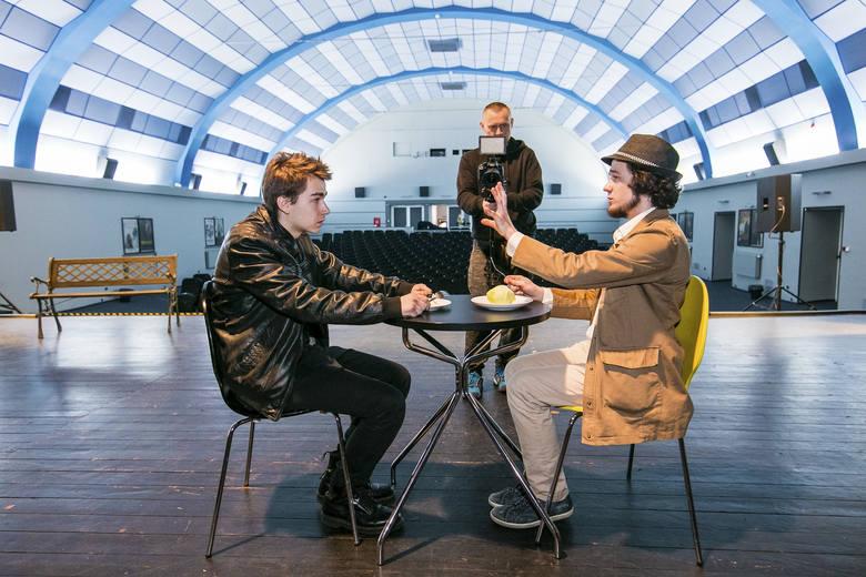 Cheeseburger nie jest bułką z serem… Teatr młodych twórców potrafi bawić [zdjęcia, wideo]