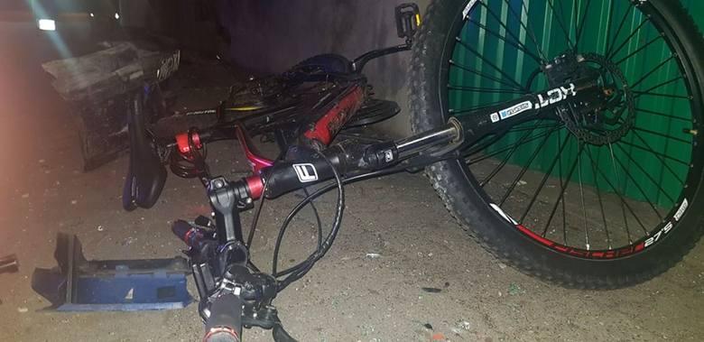 <strong>W niedzielę 24 lutego pijany kierowca wjechał w grupę czterech rowerzystów. Na łuku jezdni kierujący stracił panowanie nad autem. Samochód postawiło bokiem i z całym impetem wjechał na chodnik ścinając znajdujące się tam osoby. <br /> </strong><br /> Osoby poszkodowane to troje 15-latków i...