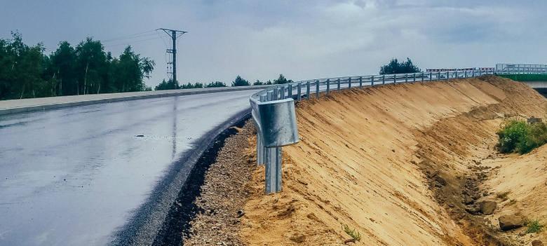 Najpóźniej w kwietniu przyszłego roku ma być gotowa obwodnica Stalowej Woli i Niska. Budowa 15-kilometrowej drogi postępuje zgodnie z planem.