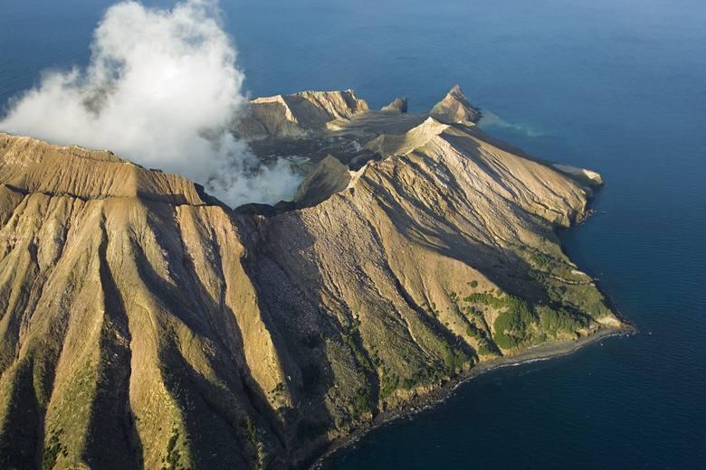 Nowa Zelandia: Wybuch wulkanu na wyspie White. Są ofiary śmiertelne, kilkadziesiąt osób uznaje się zaginione [WIDEO]