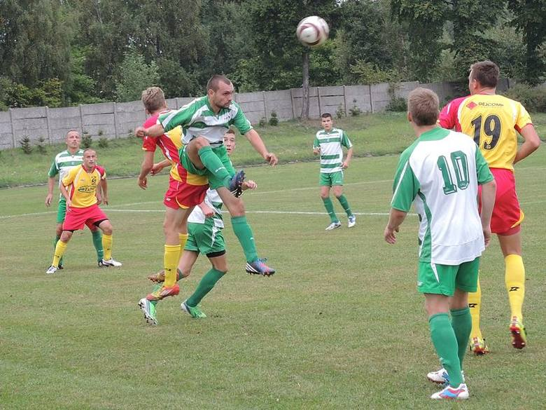 Brda (biało-zielone koszulki) pokonała w tej kolejce Kaszubię.