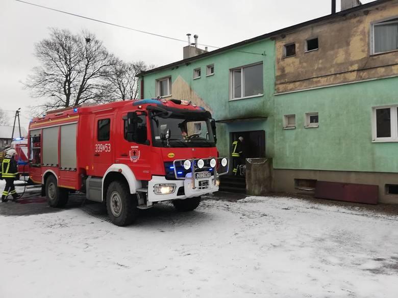 Dziś, w Kazimierzu Pomorskim, prawdopodobnie doszło do wybuchu pieca centralnego. Trzy osoby zostały poszkodowane, jedna jest w szpitalu. Na miejscu