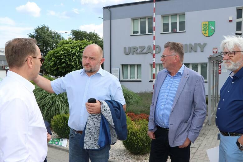 W miniony czwartek o problemach z przejazdem przez Białe Błota dyskutowano m.in. z udziałem Piotra Całbeckiego, marszałka województwa.
