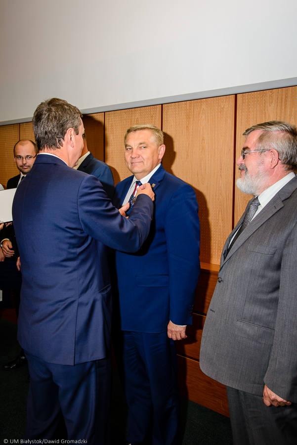 Obecny prezydent Białegostoku udzielił go naszej redakcji na początku grudnia 2019 roku. Okazją była 13. rocznica przejęcia schedy po Ryszardzie Turze,