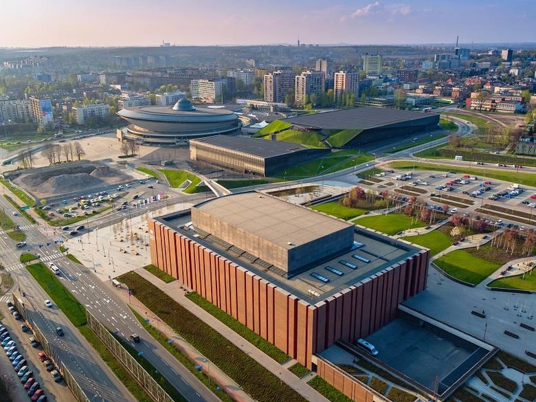 Katowice, strefa kultury. Widok na NOSPR, Spodek i MCK. A przy Spodku - dziura. Tutaj powstają wieżowce .KTW