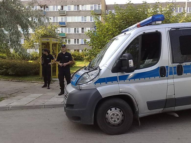 Piastowska 25. Biedronka. Alarm bombowy. Policja jest już na miejscu.