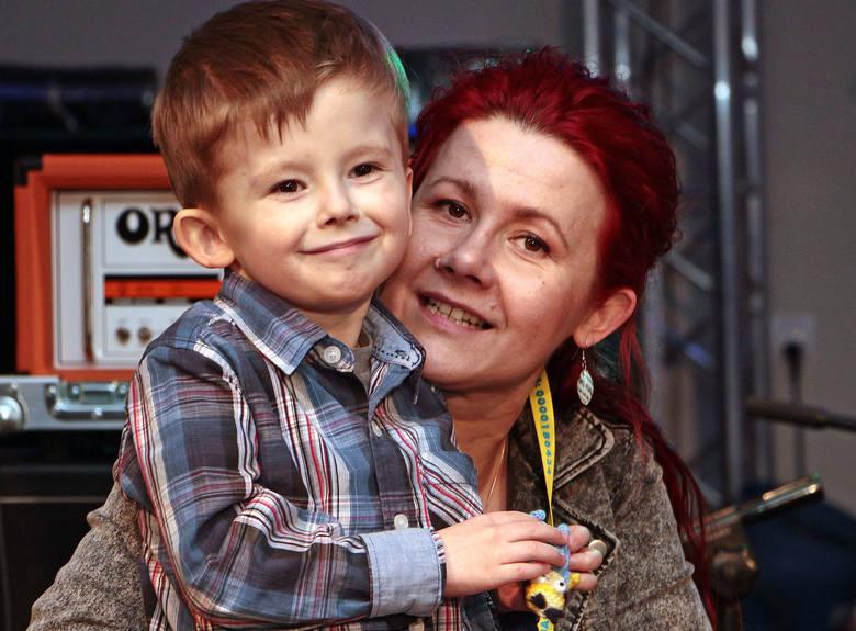 Impreza charytatywna w Akcencie przyciągnęła mnóstwo ludzi, którzy postanowili wspomóc leczenie pięcioletniego Sebastiana Sliwińskiego z Grupy. Przy