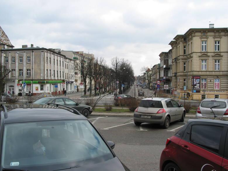 Obecny wygląd końca alei Wojska Polskiego przy dworcu kolejowym