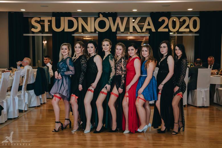 Uczniowie Zespołu Szkół nr 1 w Kluczborku bawili się na balu maturalnym 11 stycznia w restauracji przy Pałacu Pawłowice.