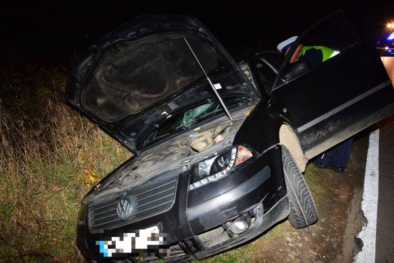 Śmiertelne potrącenie pieszego w Zręcinie. Kierowca passata jechał na podwójnym gazie [ZDJĘCIA]