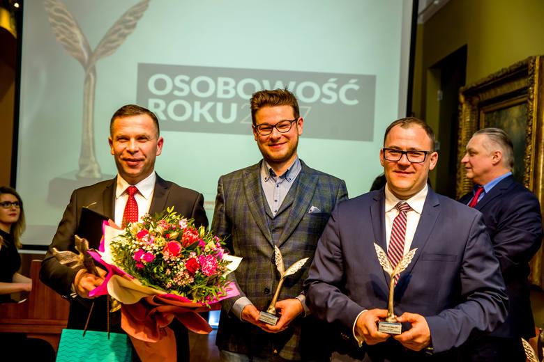 Osobowość Roku 2017. Poznaliśmy zwycięzców. Uroczysta gala za nami (zdjęcia)1. Wojciech Wendrzycki (z lewej)2. Tomasz Dmuchowski (w środku)3. Szymon