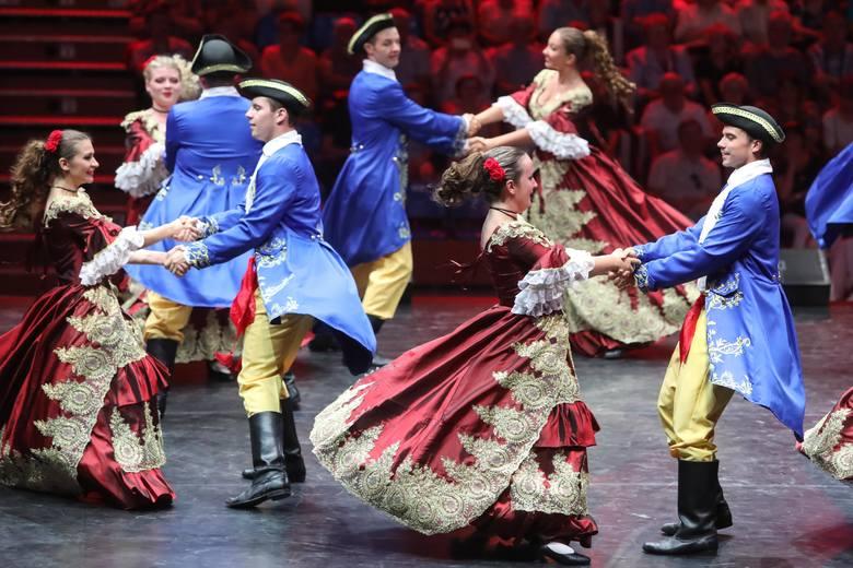 Od piątku w Rzeszowie rządzą Polonusi, którzy klucze do miasta otrzymali  z rąk prezydenta Tadeusza Ferenca. Dziś zaprezentowali swoje tańce w barwnym