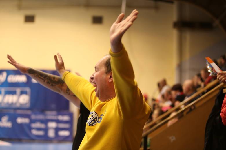 Piłkarze ręczni PGE VIVE Kielce jako pierwsza drużyna w tym sezonie PGNiG Superligi, wygrali w Zabrzu, pokonując miejscowego NMC Górnika 34:27. Na meczu