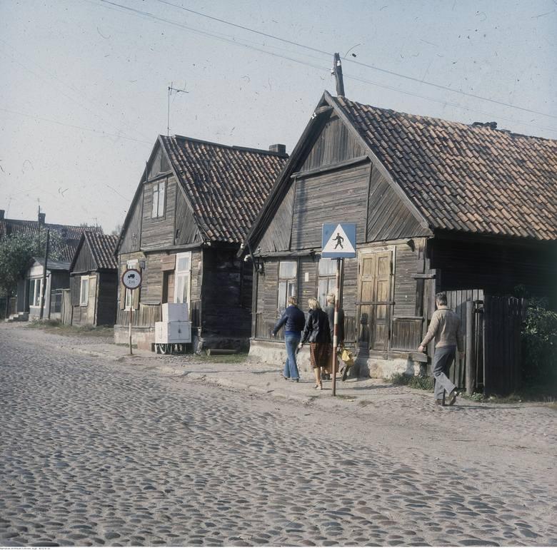 Niektóre budynki przy ulicy Młynowej nadal istnieją. Tu widać nawet saturator