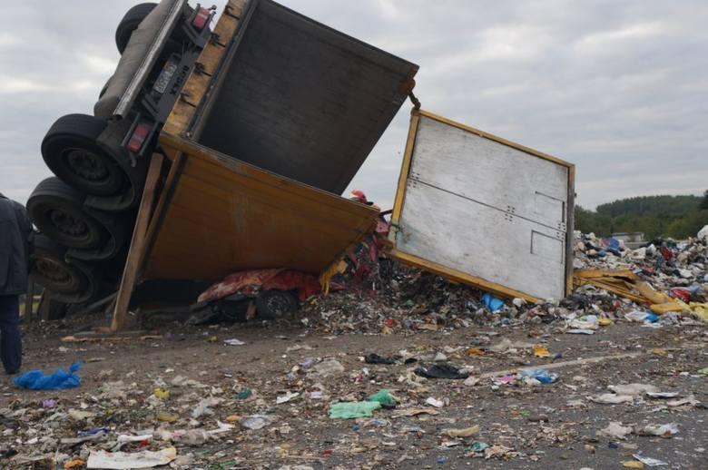 Wypadek ciężarówki i samochodu osobowego przy Plejadzie w Bytomiu