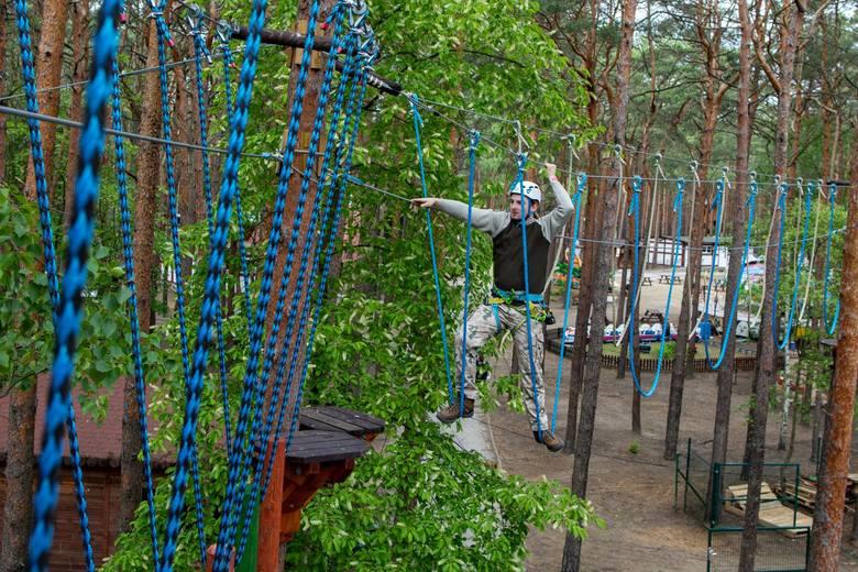 Już dostępny - nowy park linowy w LPKiW Myślęcinek. Wyposażony jest w sześć zróżnicowanych tras, naszpikowanych przeszkodami i będących jednymi z najdłuższych