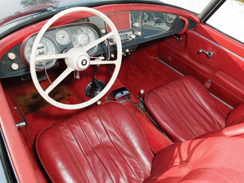 Patrząc na BMW 507, nie ma się poczucia, że to dostojny, przeszło sześćdziesięcioletni antyk. Mało jest samochodów, o których można by powiedzieć to