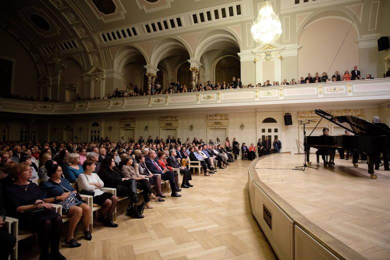 Publiczność, Amadeus i Georgijs Osokins