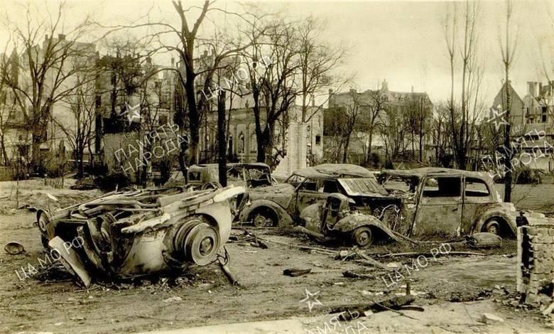 Patrząc na te zdjęcia aż trudno uwierzyć, że tak bardzo zniszczone miasto mogło się odrodzić. Kostrzyn nad Odrą tuż po zakończeniu walk w 1945 r. wyglądał