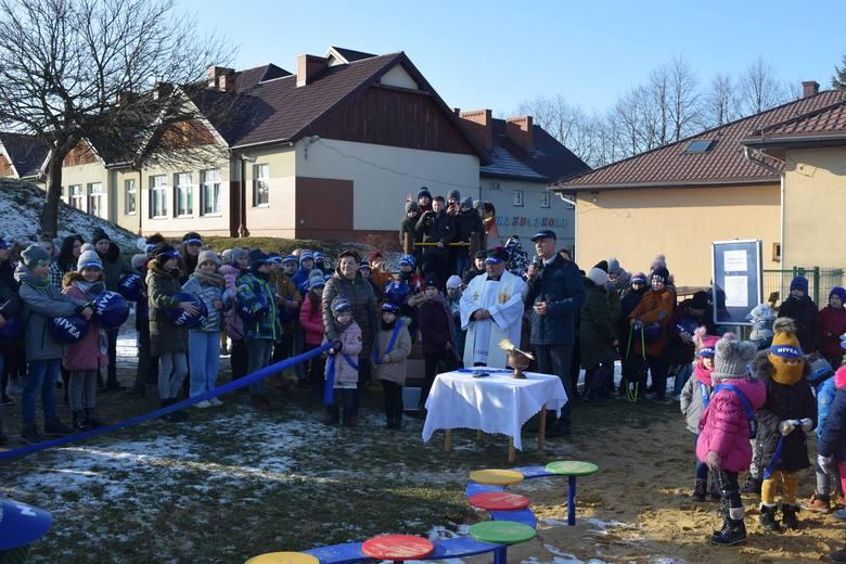 Nowy plac zabaw przy przedszkolu w Sułoszowej został otwarty