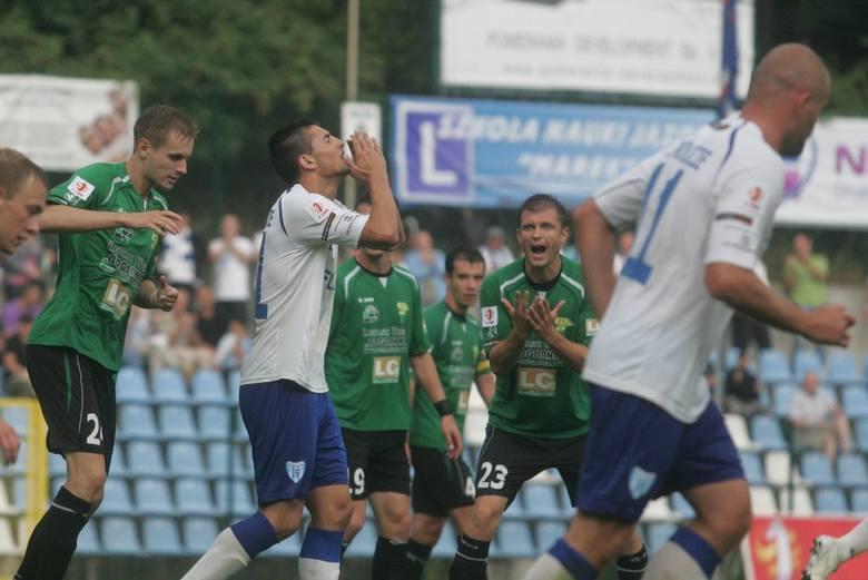 Górnik Łęczna (zielone stroje) zapewnił sobie już awans do ekstraklasy. Flota wciąż nie może być pewna pozostania w I lidze.